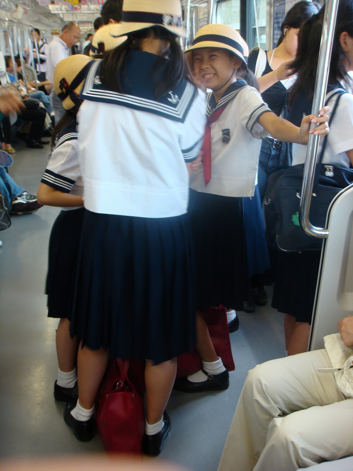 【毎朝】セーラー服を着た女子小学生【電車通学】->画像>57枚